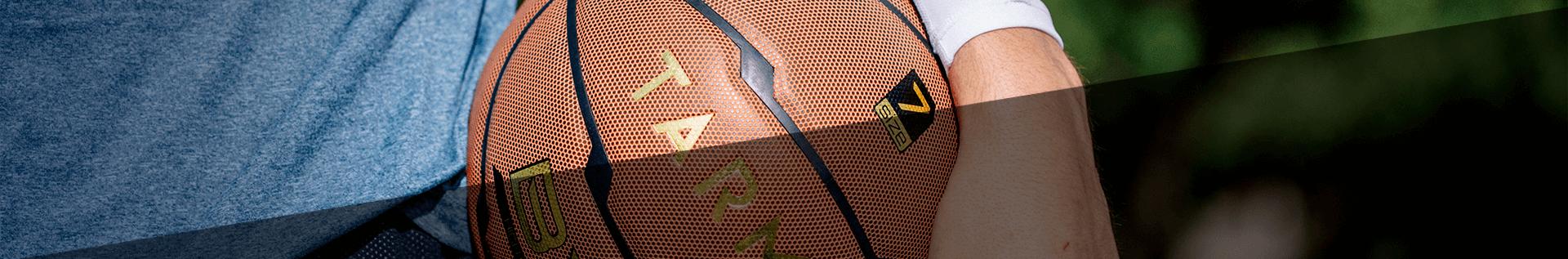 Баскетбольні кільця та стійки